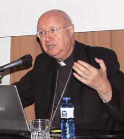 Mons. Celli aboga por adaptar el lenguaje de la Iglesia para que sea entendido por los jóvenes