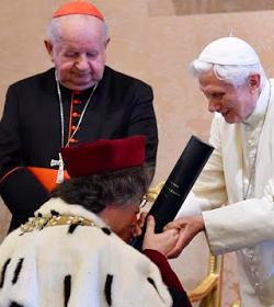 Benedicto XVI: «mi camino espiritual y teológico sería inimaginable sin San Juan Pablo II»