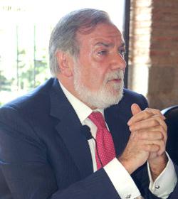 Mayor Oreja: «Cuando los yihadistas ven que no hay creencias ni convicciones comunes, nos atacan»