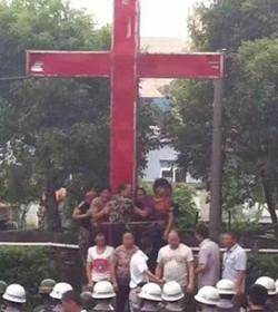 Sacerdotes de Wenzhou «Donde es removida una cruz, serán construidas un millón de cruces»