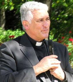 El Obispo de Cádiz anuncia que Roma no permite a la mujer transexual de San Fernando ser padrino de bautismo