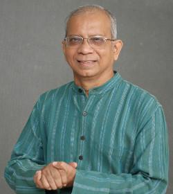 El sacerdote jesuita Cedric Prakash advierte del aumento de la intolerancia en la India