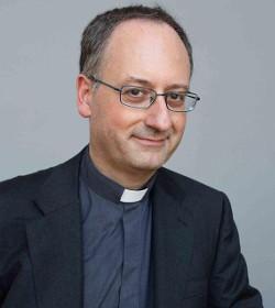 El jesuita Antonio Spadaro se burla de los que se quejan del método y la política informativa del Sínodo