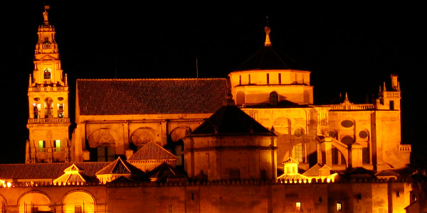 Más de cuarenta expertos denuncian el informe contra la titularidad eclesial de la Catedral de Córdoba