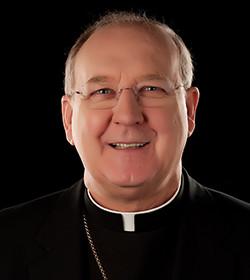 El obispo de Dallas apoya el intento de Obama de controlar la venta de armas en EE.UU