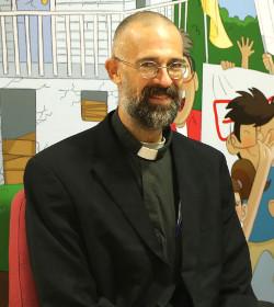 P. Mark Desser: «Los padres musulmanes me piden que hable de Dios en la escuela»