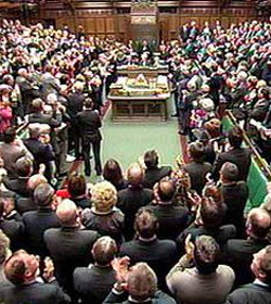 El Parlamento británico declara como genocidio la persecución del Estado Islámico a las minorías religiosas