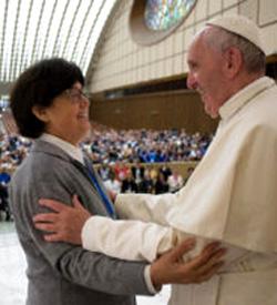 Respondiendo a las preguntas de las religiosas, el Papa afirmó que se podría crear una comisión que estudie el diaconado femenino
