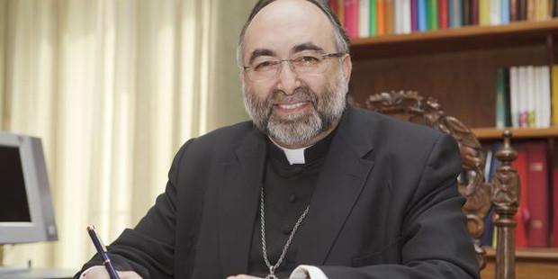 Mons. Sanz: «Los padres tienen una palabra esencial en el pacto educativo aunque no estén sentados en los escaños»