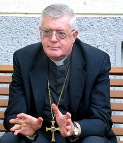 Mons. Guido Pozzo niega que se hayan interrumpido las conversaciones con la FSSPX