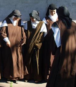 Argentina: Quejas del arzobispo de Paraná por la intervención policial «desproporcionada» en un convento de Carmelitas Descalzas