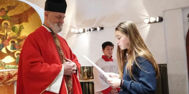 Un grupo de adolescentes y jóvenes protestantes se convierten a la fe católica en Argentina