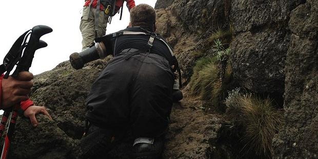 Kyle Maynard escalando