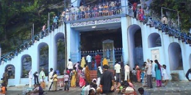 Fieles indios de todas las religiones dan gracias a María por los milagros recibidos