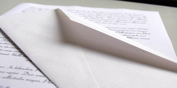 VON EINEM PRIESTER Ein offener Brief an den jungen Reflexionen und fordert ein Priester in der aktuellen Situation der Kirche. Carta