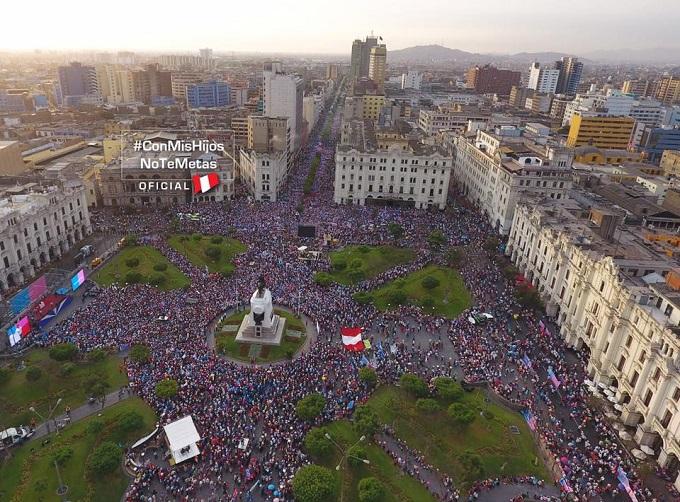 Marcha 4 de Marzo #conmishijosnotemetas