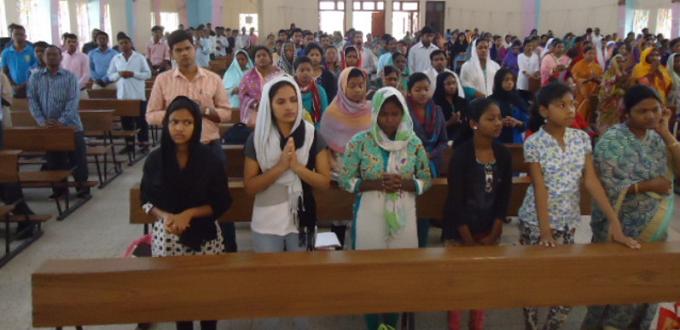 Tres mil fieles en el retiro de Cuaresma para la renovación espiritual