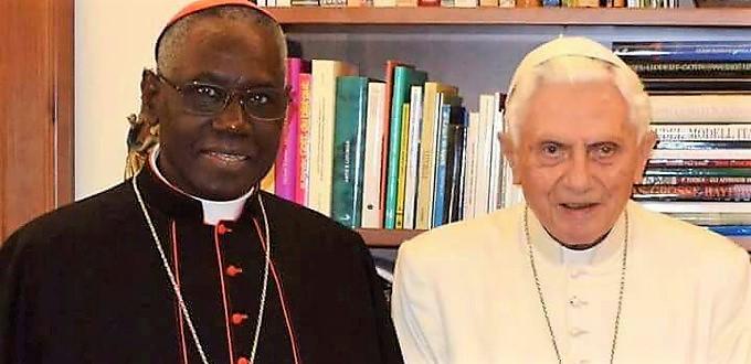 Benedicto XVI asegura que el cardenal Sarah es un maestro espiritual