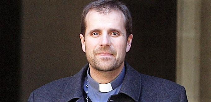Mons. Novell advierte que si la Iglesia no evangeliza se dedicará solo a enterrar difuntos