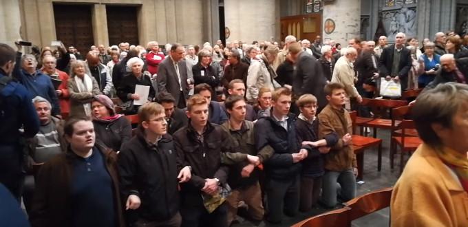 Bélgica: fieles interrumpen conmemoración de la «Reforma» en catedral católica rezando el Rosario