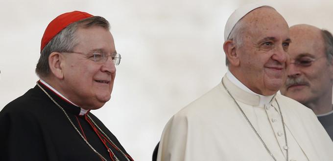 Card. Burke: «Me dirijo de nuevo al Santo Padre para que confirme a sus hermanos en la fe»