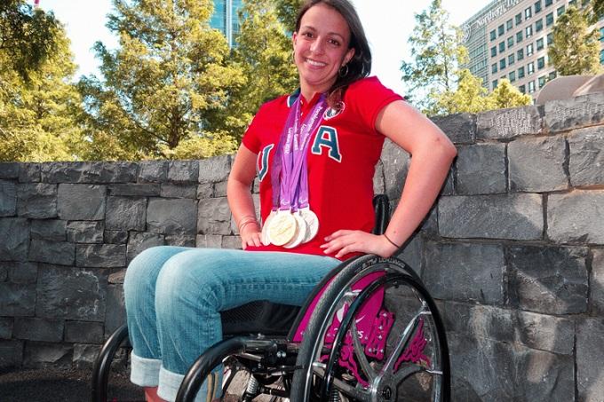 Victoria Arlen en silla de ruedas
