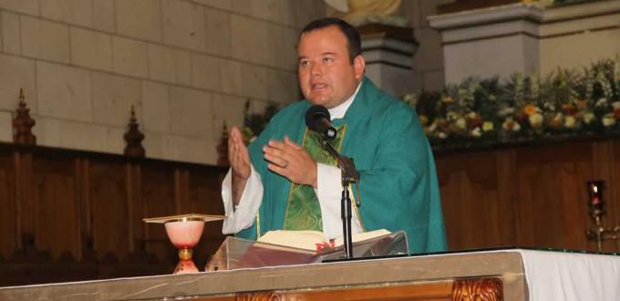 P. Alonso Gaytán: aceptar el aborto es arrodillarse ante el demonio