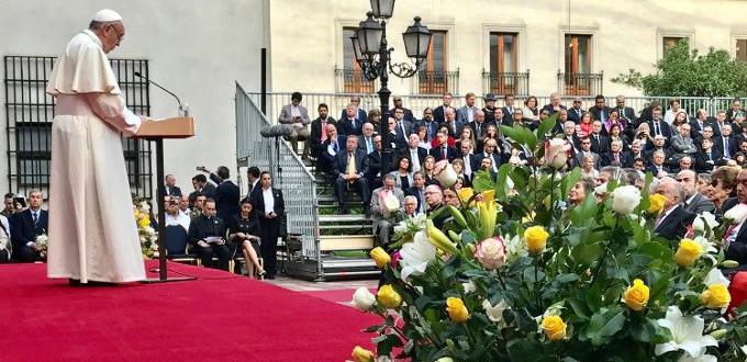El Papa alaba la democracia en Chile, reclama optar por la vida y pide perdón por los abusos del clero