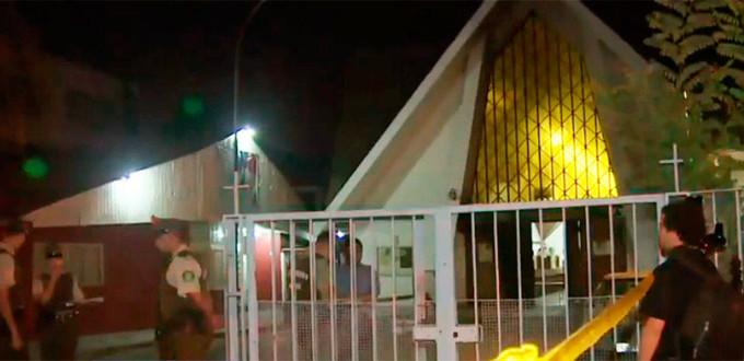 Atacan una parroquia de Santiago de Chile y dejan mensajes amenazando al Papa