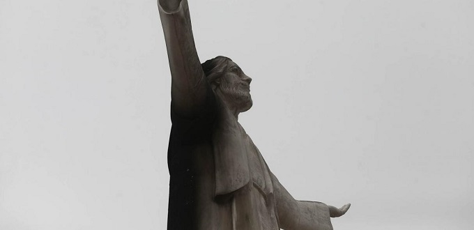 Incendian monumento del Cristo del Pacífico