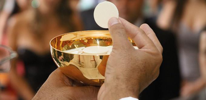 Los obispos alemanes admitirán la comunión de protestantes casados con católicos