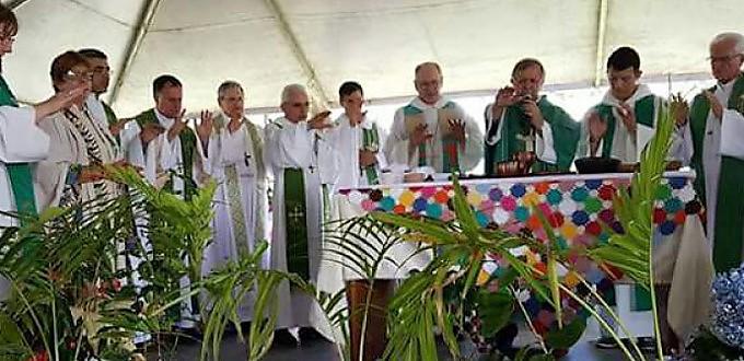 «Obispas» protestantes «consagran» junto a obispos brasileños