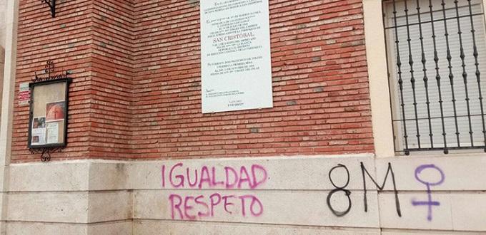 Feministas atacan iglesias católicas en varias localidades de España