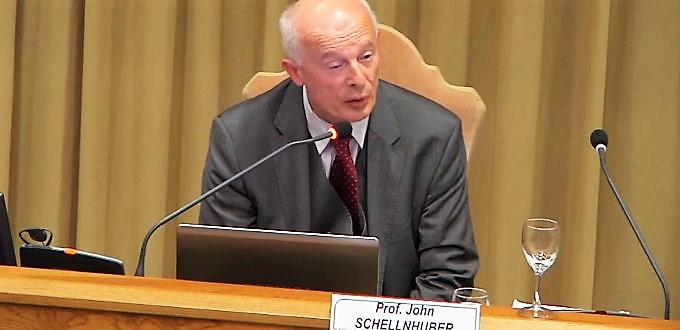 Miembro de la Pontifica Academia para la Ciencia renuncia a la dirección de una institución científica acusado de radical