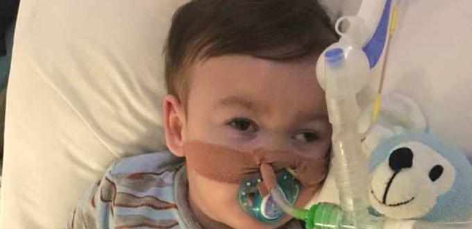 La policía impide a los padres de Alfie Evans llevarse a su hijo del hospital