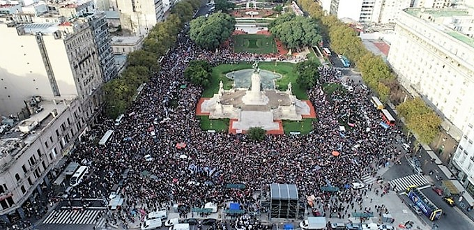 Masivas marchas por la vida en Argentina