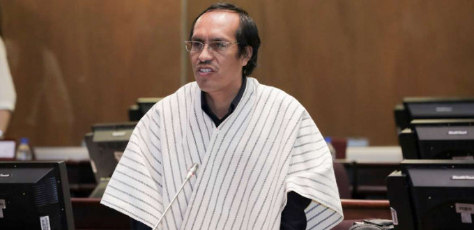 Un diputado evangélico de Ecuador propone que el estado obligue a casarse a curas y monjas