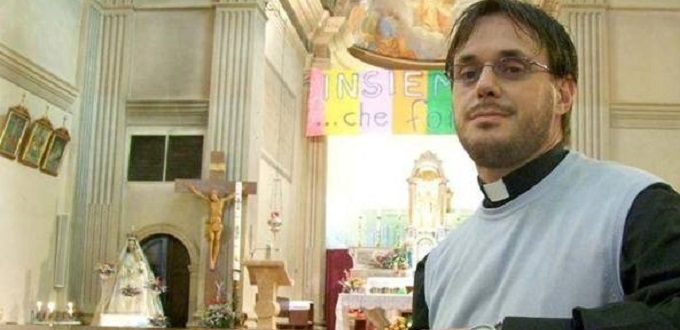 Obispo se pronuncia sobre sacerdote que se «casa» con otro hombre