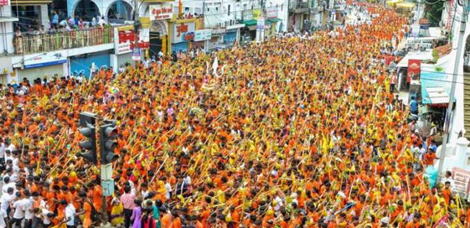 La India «laica» agasaja a los fieles de la religión hinduista