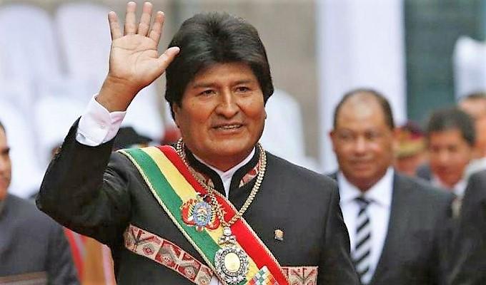 Roban la medalla presidencial de Bolivia y luego la dejan junto a una iglesia