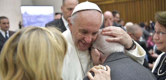 Francisco: «Los ídolos nos prometen libertad pero, en cambio, nos hacen sus esclavos»