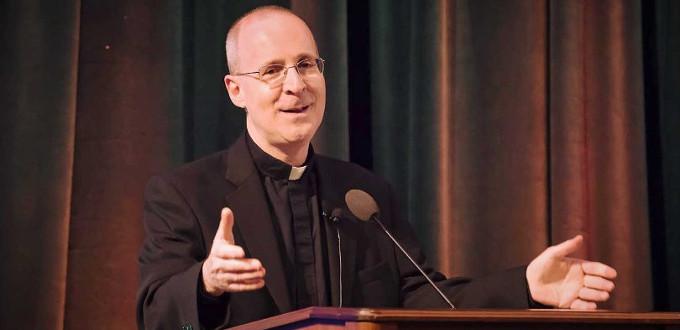 Más de diez mil firmas contra la participación del P. James Martin en el Encuentro Mundial de las Familias