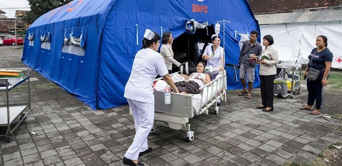 Voluntarios de Caritas trabajan en el área afectada por los terremotos