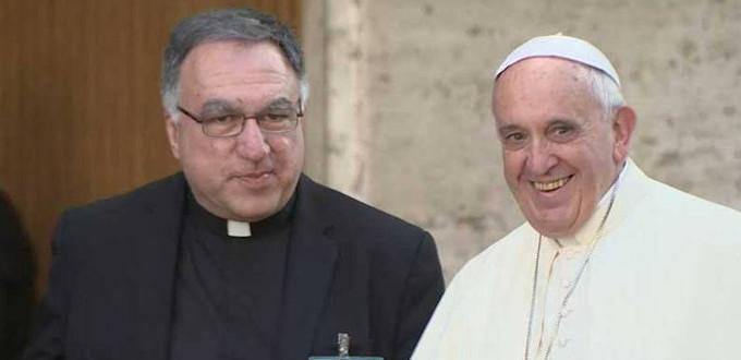 P. Thomas Rosica: «El papa Francisco rompe con las tradiciones católicas siempre que quiere»