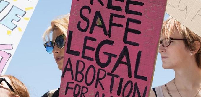 El presidente irlandés firma una ley que deroga oficialmente la Octava Enmienda pro-vida