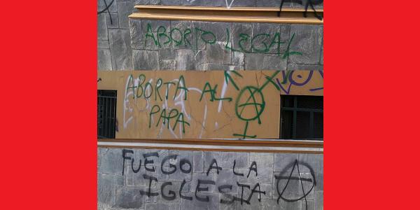 Abortistas vandalizan con mensajes ofensivos la fachada de otro templo católico de la ciudad de Buenos Aires