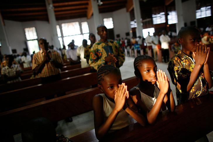 Camerún: asesinan a quemarropa a un seminarista de 19 años mientras rezaba el Rosario