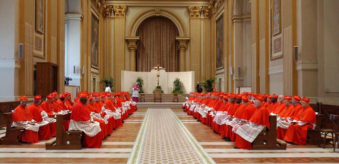Seglares de Estados Unidos contratan a ex-agentes del FBI para investigar la actuación de los cardenales ante los abusos