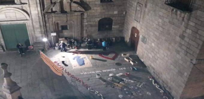 Indignación en La Coruña por la retirada de la alfombra floral en honor a la Virgen del Rosario
