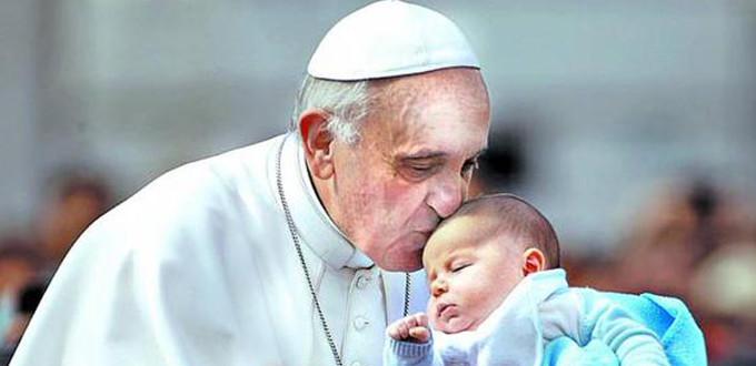 Francisco: «¿Cómo puede ser terapéutico, civil o simplemente humano un acto que suprime la vida inocente en su inicio?»